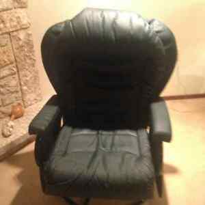 LEATHERETTE SWIVEL/ROCKER AS IF NEW  MUST SELL MOVED OFFERS