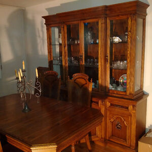 Buffet and Hutch for sale in excellent condition!