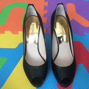 New Mickael Kors Women Leather Shoes 8 1/2 Black, never worn