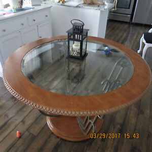 SOLD !!!   table and 4 chairs