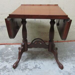 Beautiful Mahogany Little drop leaf Table West Island Greater Montréal image 1