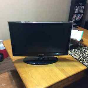 Samsung 22 inch HD Widescreen LCD TV with remote