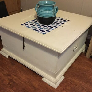 Buy Or Sell Coffee Tables In Alberta Furniture Kijiji Classifieds Page 2