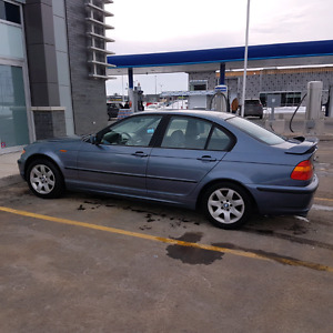 2004 BMW 325xi Premium + Sport Packages 165 000 km