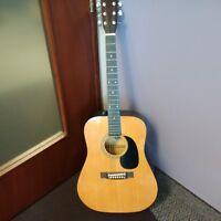 Acoustic guitar (El Dégas resemble Gibson guitars).
