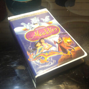 Lot de 100 VHS  de films de Walt Disney