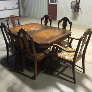 1925 Reitzels Antique Dining Set