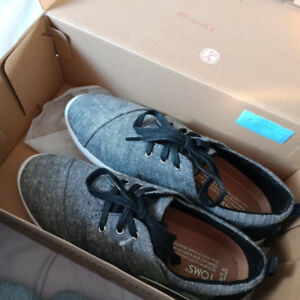 TOMS casual shoes / size 7.5 US / womens