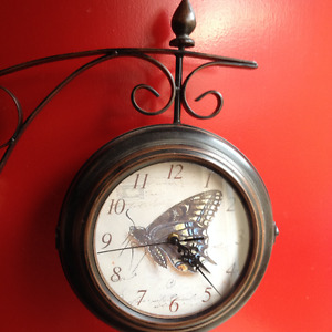 Duel Sided Pedestal Wall Mounted Clock