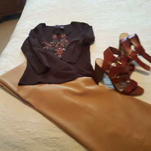 Ladies outfit for work. Pants and sweater size 8 ish 6