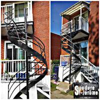 Escalier intérieur extérieur colimaçon, palier multiple