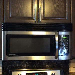 Microwave Oven Over the Range Danby Great condition Windsor Region Ontario image 6