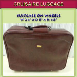 CRUISEAIRE SUITCASE IN EXCELLENT CONDITION