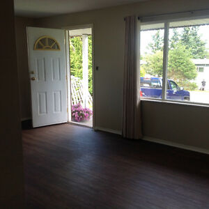 DUPLEX Available April 1/may 1 McLean St Campbell River
