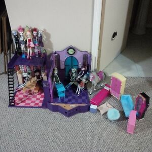 monster high school,furniture,dolls awesome condition 120.00obo