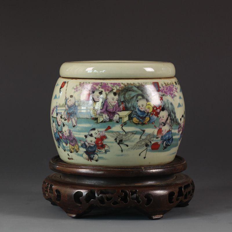 China old antique Qing TONGZHI colour children cricket  Porcelain Jar Pot