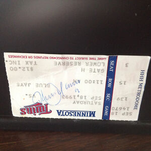 1993 ROBERTO ALOMAR SIGNED GAME DAY TICKET STUB