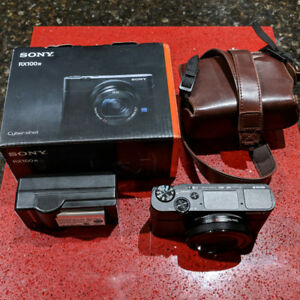 SONY RX100 IV M4+Classic Case+Extra Battery+SD Card+Box&All