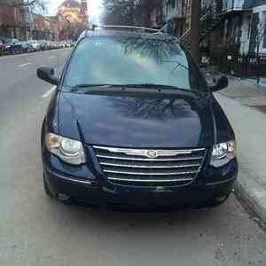 2005 Chrysler Town & Country Limitée Fourgonnette, fourgon