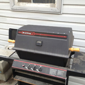 Broil King natural gas barbeque comes with gas line and fittings