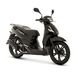Peugeot Tweet 125cc learner legal – ride this scooter for only £13.41 a week!