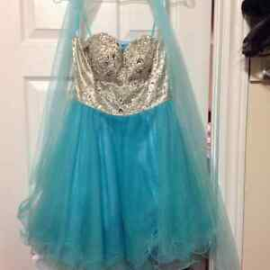 Beautiful worn once short prom / grad dress in turquoise/silver