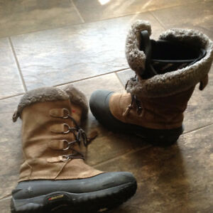 Women's or Older girls Size 8 Baffin Boots
