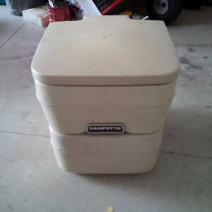 Sealand 960 Portable Toilet used Kawartha Lakes Peterborough Area image 1