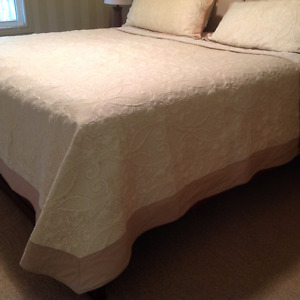 "116"" x 111"" King size Quilt with 2 King size pillow Shams"