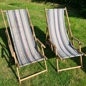 2 Deck chairs
