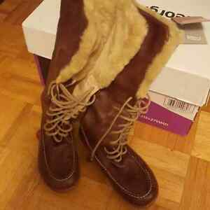 LEATHER WOMENS BOOTS..BRAND NEW..