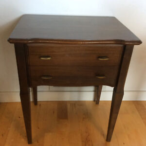 VINTAGE: SILVERWARE WOODEN CHEST ON LEGS | 2 DRAWERS