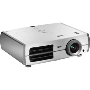 EPSON 8345 1080p projector HDTV almost new - high brightness
