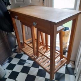 Solid oak breakfast bar and stools