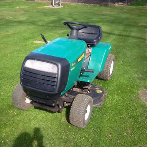 """Lawn Tractor - 12.5 HP WEEDEATER with 38"""" Mower"""