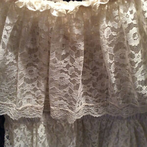 Gorgeous Vintage Off-White Full Length Lace Gown - Size 12