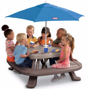 Fold 'n Store™ Picnic Table with Market Umbrella Little Tikes