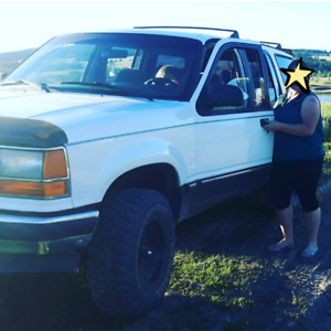 Fixer Upper or Parts!! Standard 4x4 Explorer (Seats 6)