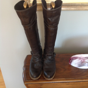 SOFT LEATHER BOOTS WITH BACK ZIPPER