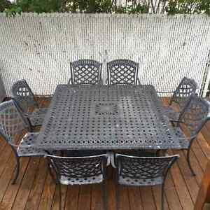 STEAL 9 PCS PATIO TABLE