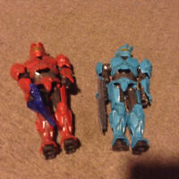 Red and blue halo Master chief figures