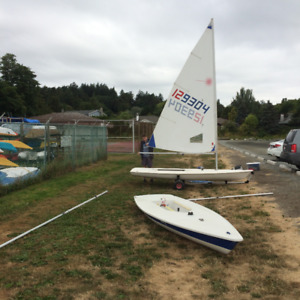 Laser Sailboat #129304 - Standard/Radial sails and mast sections