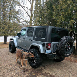 "35"" Cooper Discoverer STT Pro Mud tires on 18"" Worx rims w/TPMS"