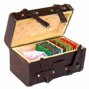 1:12 Dollhouse Miniature Vintage Faux Leather Wood Carrying Suitcase Luggage Box