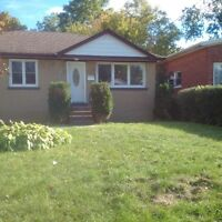 3 BED ROOM , MAIN FLOOR - ALL INCLUSIVE- NORTH END BARRIE