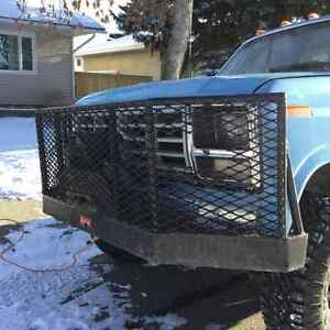 Heavy Duty bumper with 8000lb Jeep Warn winch