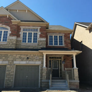 4 bedroom townhouse in Oakville (Dundas st w & Trafalgar)