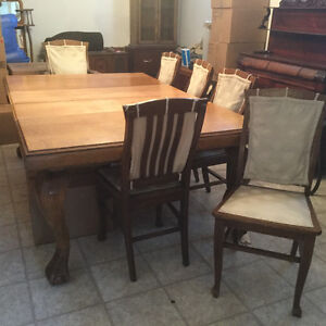 Antique Oak dining room table with 6 chairs