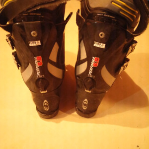Men's ski boots size 28.5 or 10.5 11