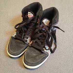 Size 4 firefly shoes. Excellent condition. Hardly worn Windsor Region Ontario image 1